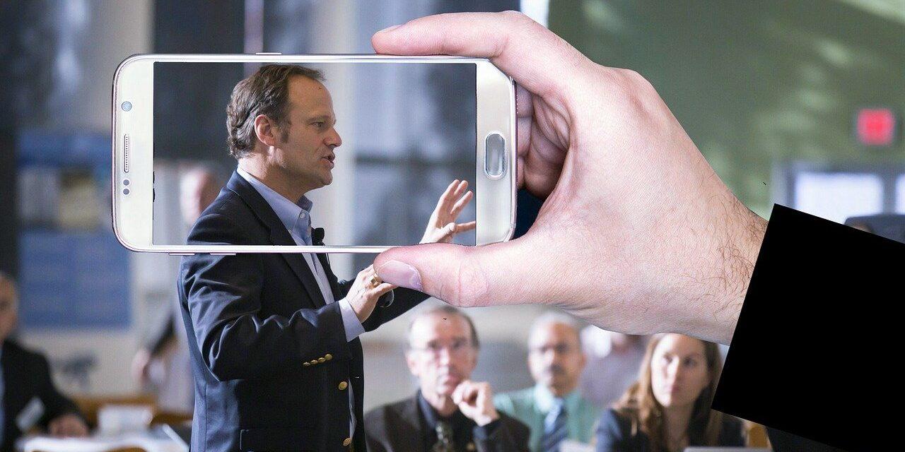 parlare in pubblico, hablar en público, vorbit in public