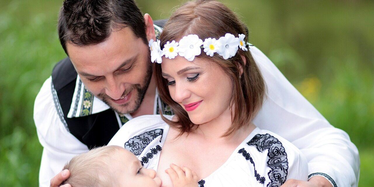 alaptarea, family, breastfeeding, mom