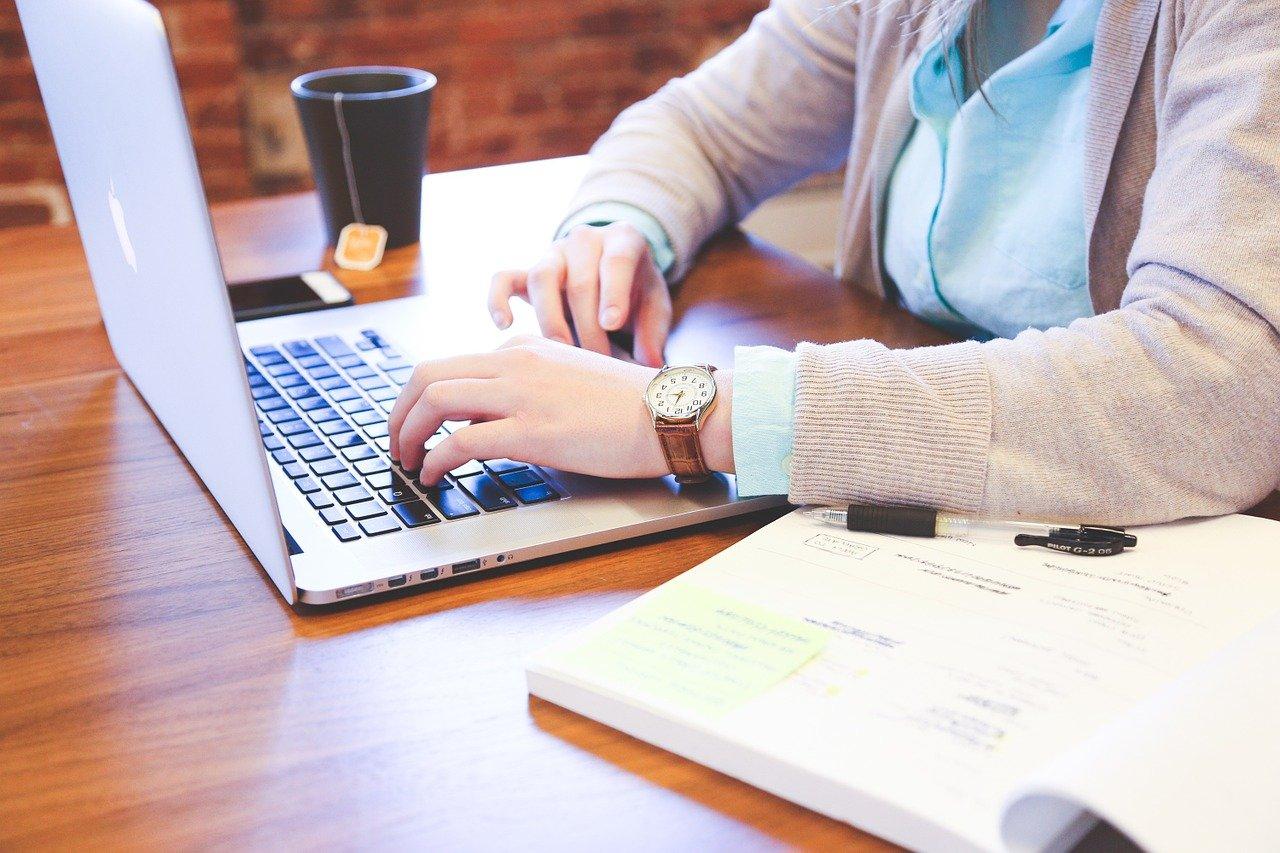 clases en línea, student, typing, keyboard cours en ligne