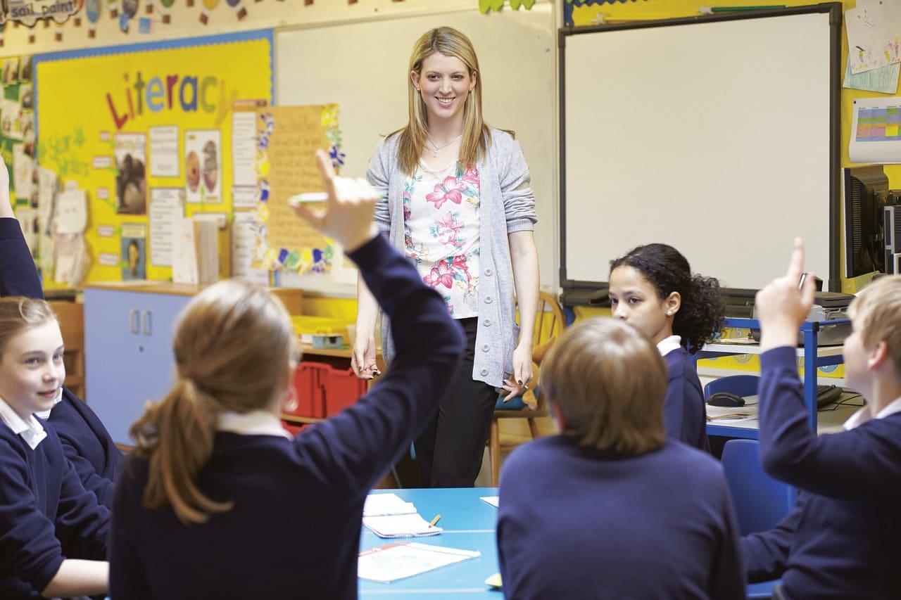 scoala, istoria scolii, teacher, learning, school-4784917.jpg