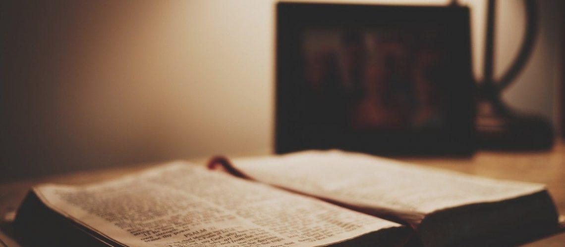 biblia, book, bible, scripture-1210030.jpg