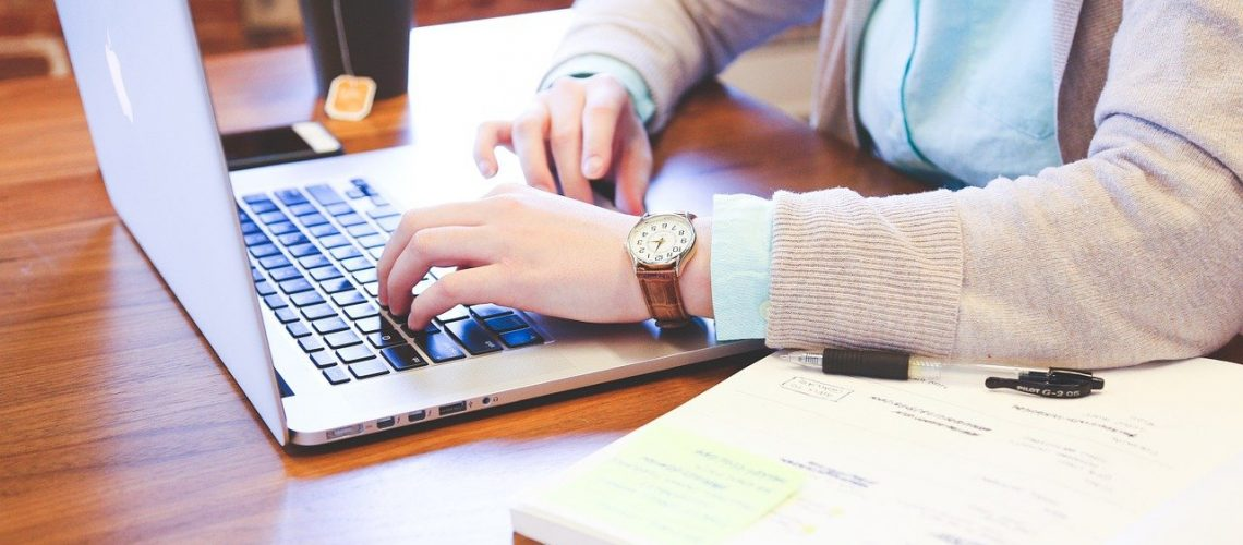 clases en línea, student, typing, keyboard